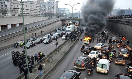 欧洲杯恐袭罢工三连击 法国经济Q2零增长